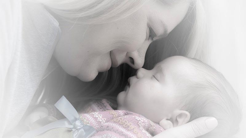 mama durmiendo a bebe